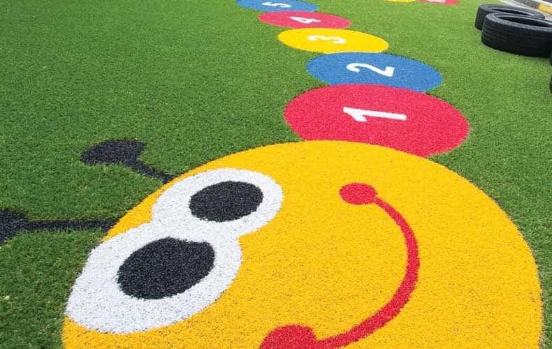 Como utilizar a Grama Sintética Colorida em espaços infantis
