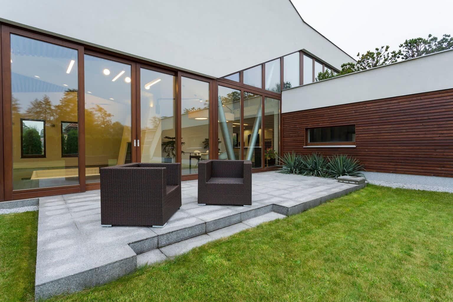 Conheça as vantagens de instalar grama sintética para seu jardim