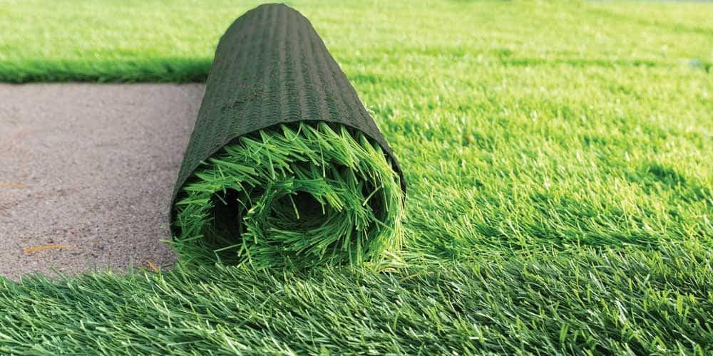 Pode colocar grama sintética sobre a terra?