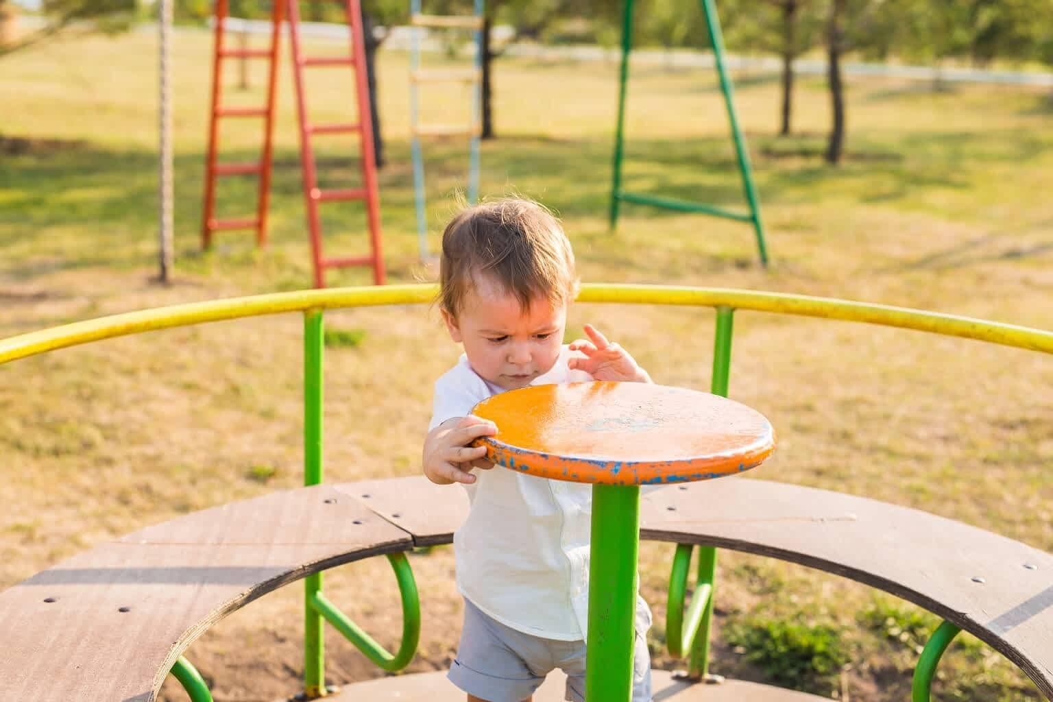 Saiba porque instalar grama sintética para playground é uma ótima opção